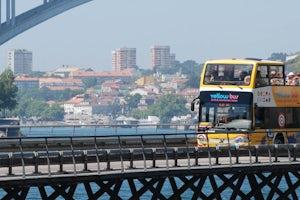 Autobus Turistico Porto Vintage Yellow Bus